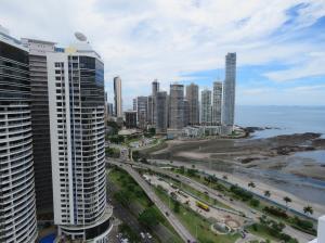 Apartamento En Alquileren Panama, Avenida Balboa, Panama, PA RAH: 19-1180