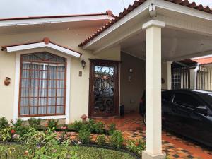 Casa En Alquileren Panama, Las Cumbres, Panama, PA RAH: 19-1856