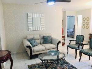 Apartamento En Alquileren Panama, Hato Pintado, Panama, PA RAH: 19-3471