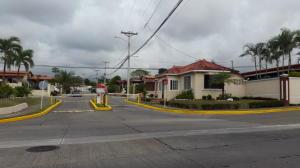 Casa En Alquileren Panama, Brisas Del Golf, Panama, PA RAH: 19-4055