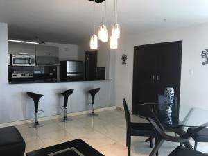 Apartamento En Alquileren Panama, Avenida Balboa, Panama, PA RAH: 19-4250
