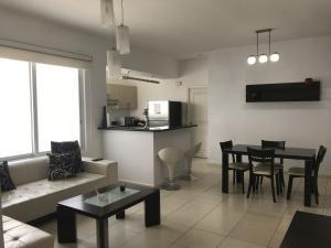 Apartamento En Alquileren Panama, Avenida Balboa, Panama, PA RAH: 19-4277