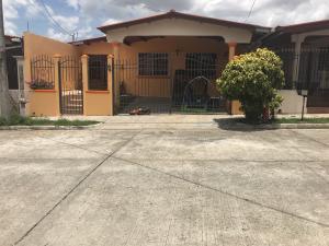 Casa En Ventaen San Miguelito, Brisas Del Golf, Panama, PA RAH: 19-4629
