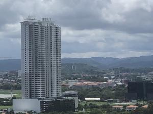 Apartamento En Alquileren Panama, Santa Maria, Panama, PA RAH: 19-5566