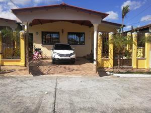 Casa En Ventaen Panama, Brisas Del Golf, Panama, PA RAH: 19-9326