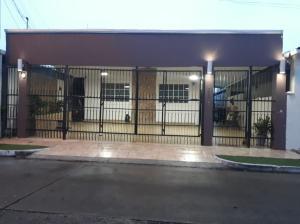 Casa En Ventaen Panama, Chanis, Panama, PA RAH: 19-9298