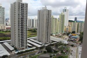 Apartamento En Ventaen Panama, Condado Del Rey, Panama, PA RAH: 19-10455