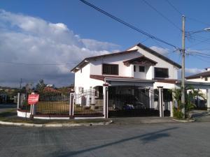 Casa En Alquileren Panama, Las Cumbres, Panama, PA RAH: 20-449