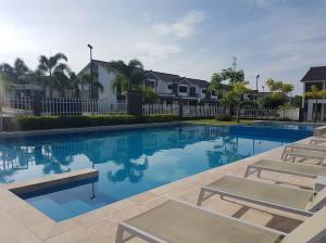 Casa En Ventaen Panama, Brisas Del Golf, Panama, PA RAH: 20-8733
