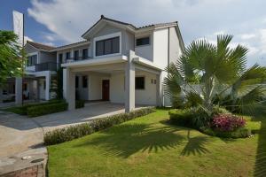 Casa En Ventaen Panama, Brisas Del Golf, Panama, PA RAH: 20-9465