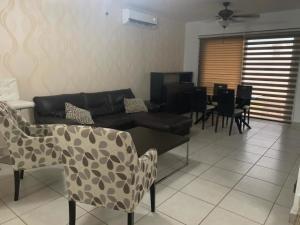 Casa En Alquileren Panama, Brisas Del Golf, Panama, PA RAH: 20-11217