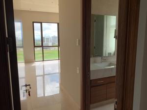 Apartamento En Ventaen Panama, Santa Maria, Panama, PA RAH: 21-999