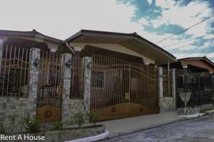 Casa En Ventaen San Miguelito, Brisas Del Golf, Panama, PA RAH: 21-2736