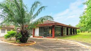 Galera En Ventaen Panama, Tocumen, Panama, PA RAH: 21-4661