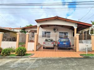 Casa En Ventaen Panama, Brisas Del Golf, Panama, PA RAH: 21-8307