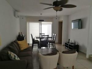 Casa En Alquileren Panama, Brisas Del Golf, Panama, PA RAH: 21-11213