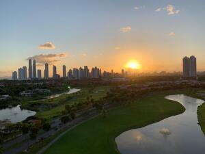 Apartamento En Ventaen Panama, Santa Maria, Panama, PA RAH: 22-3129