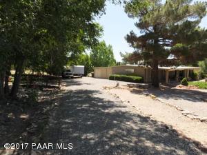 Photo of 10075 E Dapple Grey Trail, Dewey, AZ a single family manufactured home around 1500 Sq Ft., 3 Beds, 2 Baths