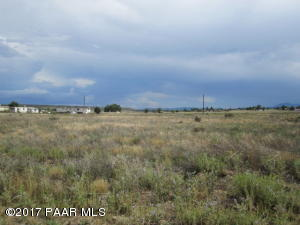 Photo of 197 W Baja Road, Paulden, AZ a vacant land listing for 0.32 acres