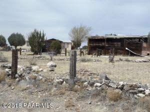 Photo of 22450 N Quen Sabe Lane, Paulden, AZ a single family manufactured home around 1600 Sq Ft., 3 Beds, 2 Baths