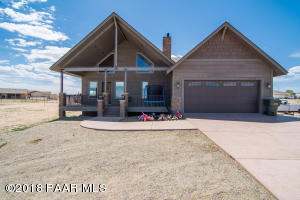 Photo of 1174 Chuck Wagon Lane, Chino Valley, AZ a single family home around 2100 Sq Ft., 3 Beds, 2 Baths