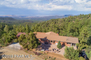 Fully fenced 4 acre mountain retreat.