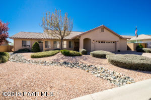 Immaculate maintained home in a beautiful gated community in Prescott Valley