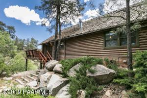 Log Home 5 Minutes to Downtown Prescott