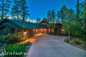 Have it all! Luxury in the Pines AND Close to Downtown Courthouse Square in Prescott