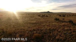 Lot 1156 Chosen Few Road, Seligman, AZ 86337