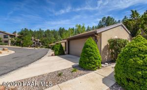 Wonderful townhome only 2 miles from downtown Prescott.