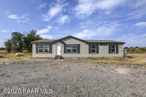 Move in Ready Home in the Country!