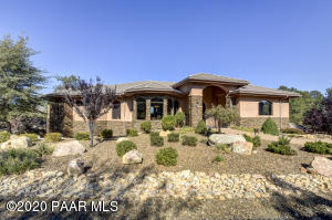Elegance, beauty, and privacy in sought after Hassayampa Village Community.