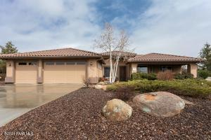 Turn key Pinon Oaks Home, stylish & welcoming inside & out