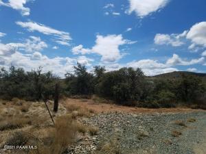 17195 E Round Mountain Road, Dewey-Humboldt, AZ 86327