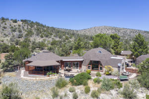 Phat Lizard Ranch- A Rare Opportunity to have it all in a gorgeous Country Setting.