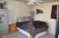 Guest Bed / Office No Closet