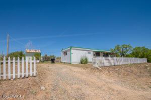7430 W Betty Lue Lane, Kirkland, AZ 86332