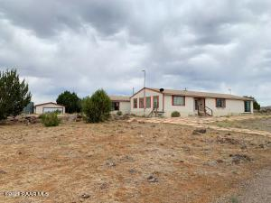 9753 W Crookton Road, Ash Fork, AZ 86320