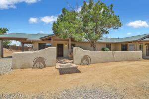 3000 SF, 4 Bed/3 Ba with Horse Amenities
