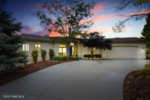 A beautiful and distinctive home, with magnificent views in a prestigious upscale Prescott neighborhood.