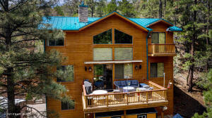 Stunning cabin in the Pines!