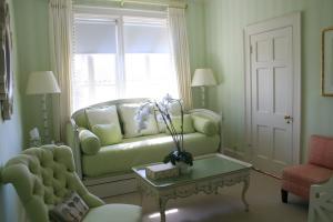 Sitting Room/Guest Bedroom