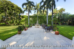 Vacant lushly landscaped on Via Bellaria