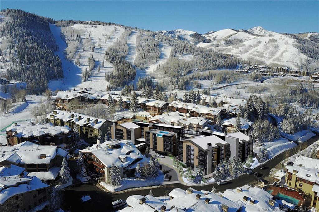 7520 Royal Street, Park City, Utah 84060, 3 Bedrooms Bedrooms, ,4 BathroomsBathrooms,Condominium,For Sale,Royal,20190109112430415765000000