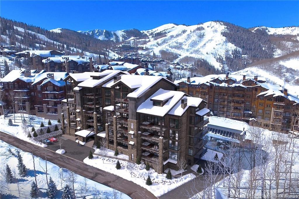 7697 Village Way, Park City, Utah 84060, 3 Bedrooms Bedrooms, ,4 BathroomsBathrooms,Condominium,For Sale,Village,20190109112430415765000000