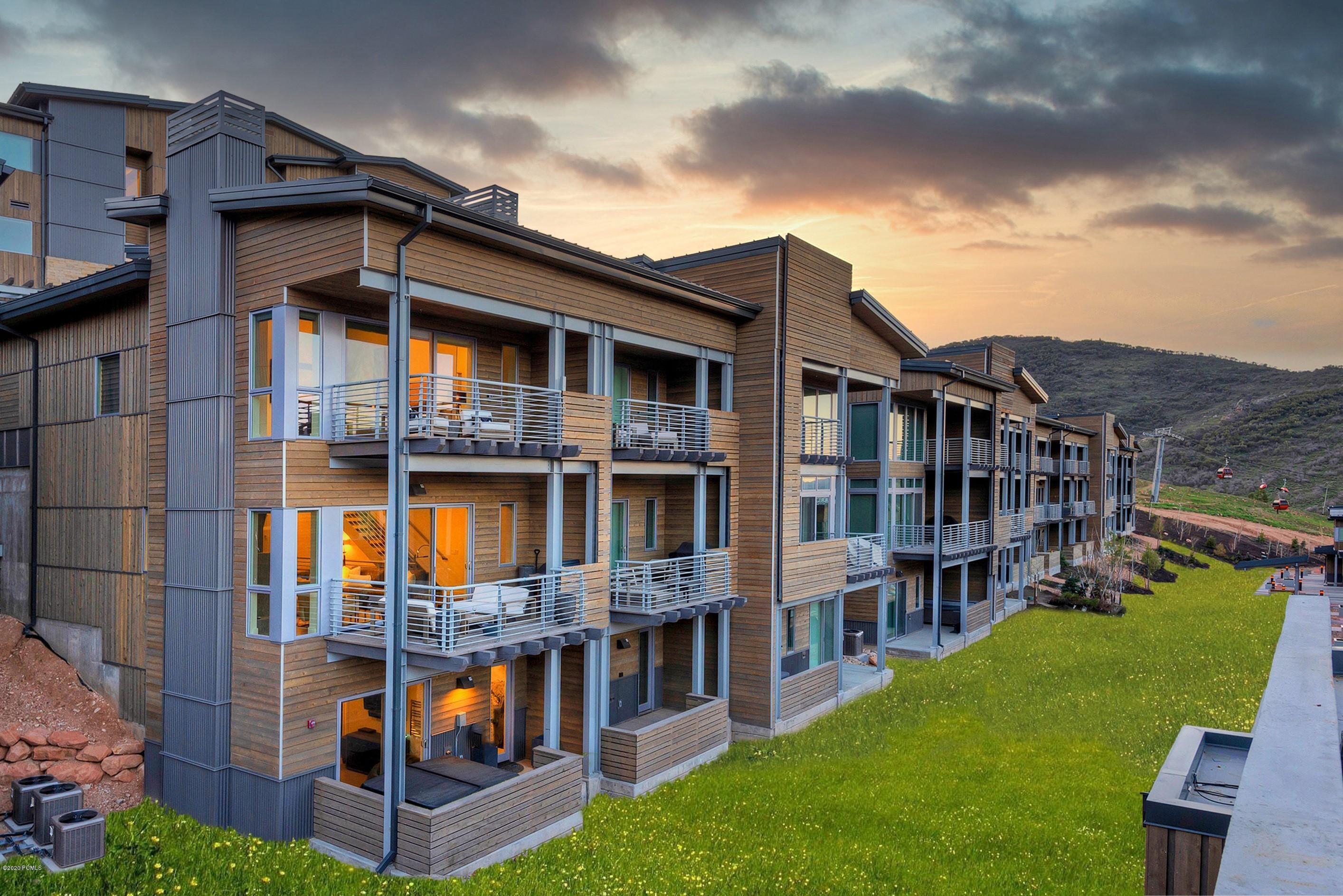 2752 High Mountain Road, Park City, Utah 84098, 3 Bedrooms Bedrooms, ,4 BathroomsBathrooms,Condominium,For Sale,High Mountain,20190109112430415765000000