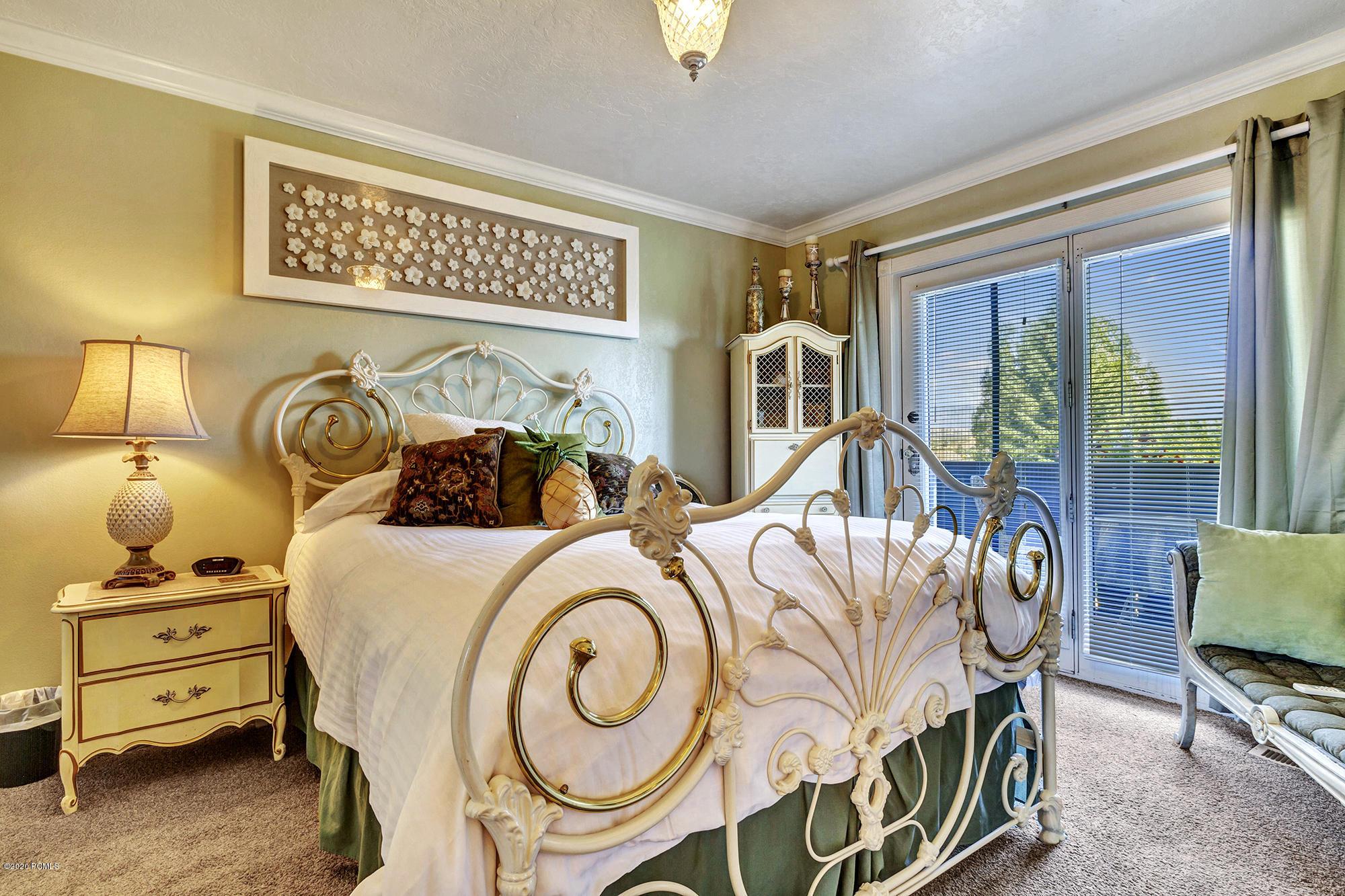 1045 Homestead Drive, Midway, Utah 84049, 6 Bedrooms Bedrooms, ,7 BathroomsBathrooms,Single Family,For Sale,Homestead,12003305