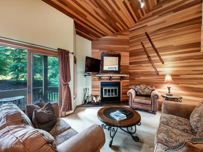 1529 Lakeside Circle, Park City, Utah 84068, 2 Bedrooms Bedrooms, ,3 BathroomsBathrooms,Condominium,For Sale,Lakeside,12003616