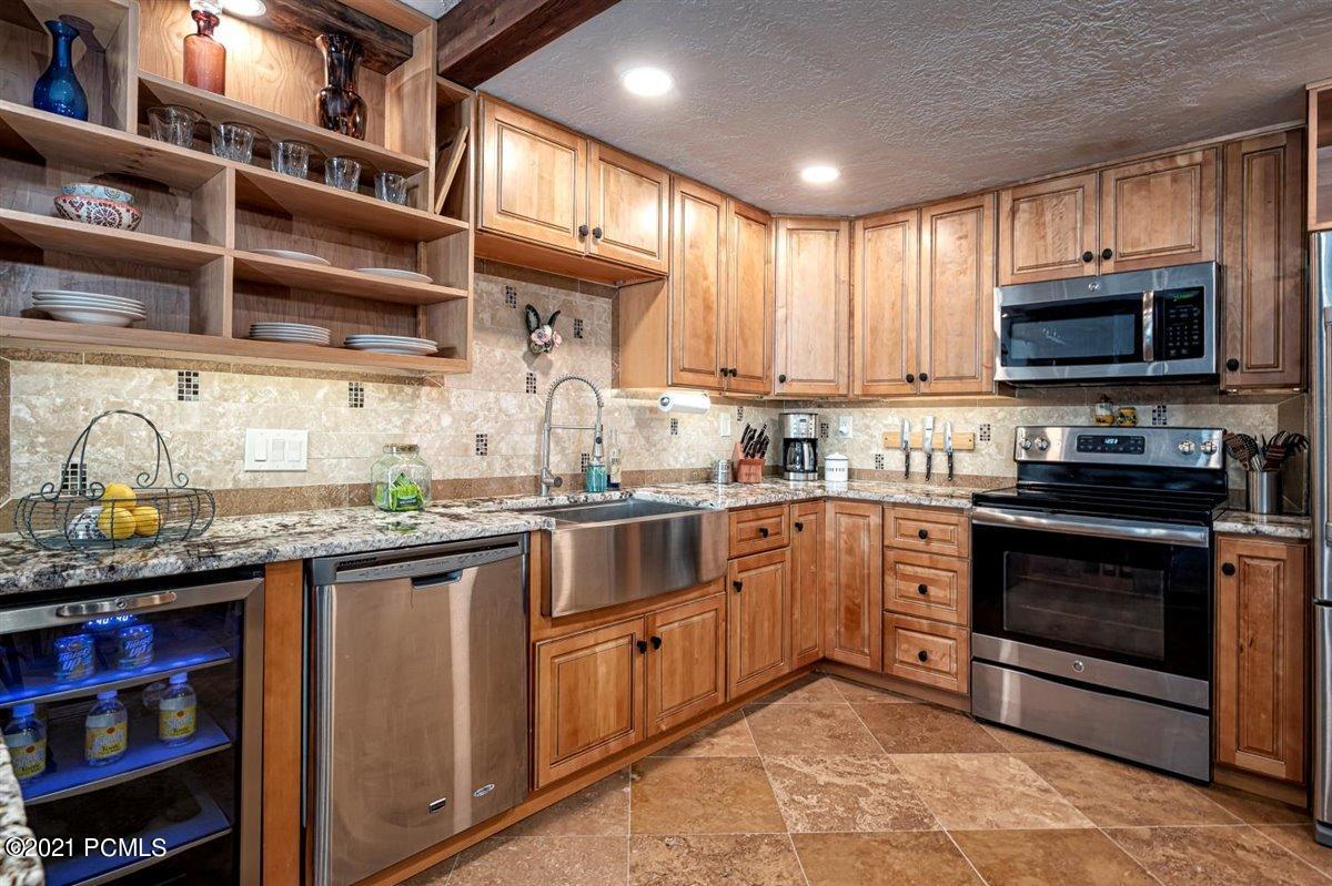 550 Deer Valley Loop, Park City, Utah 84060, 3 Bedrooms Bedrooms, ,2 BathroomsBathrooms,Condominium,For Sale,Deer Valley,12100605
